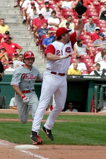 Baseball_first_baseman_2004