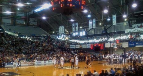 Bulldogs_Basketball_tipoff_UW-GB