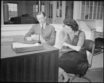 Tule_Lake_Relocation_Center,_Newell,_California._Elva_Shinozaki,_Stenographer._-_NARA_-_536677